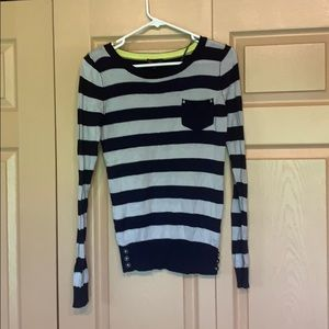 Small stripped sweater